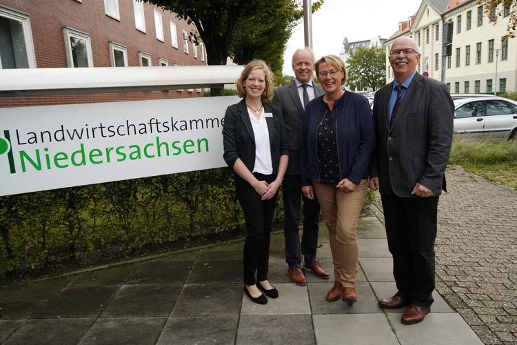 Gemeinsam für eine bessere Ernährung (von links): ZEHN-Leiterin Rike Bullwinkel, Kammerdirektor Hans-Joachim Harms, Ernährungsministerin Barbara Otte-Kinast und Kammerpräsident Gerhard Schwetje.
