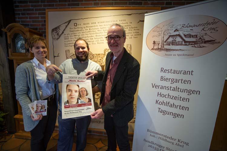 Freuen sich auf gute Unterhaltung im Dialekt (von links): Claudia und Nico Winkelmann (Bümmersteder Krug) und Thomas G. Willberger (Theater SpielArt e.V.).