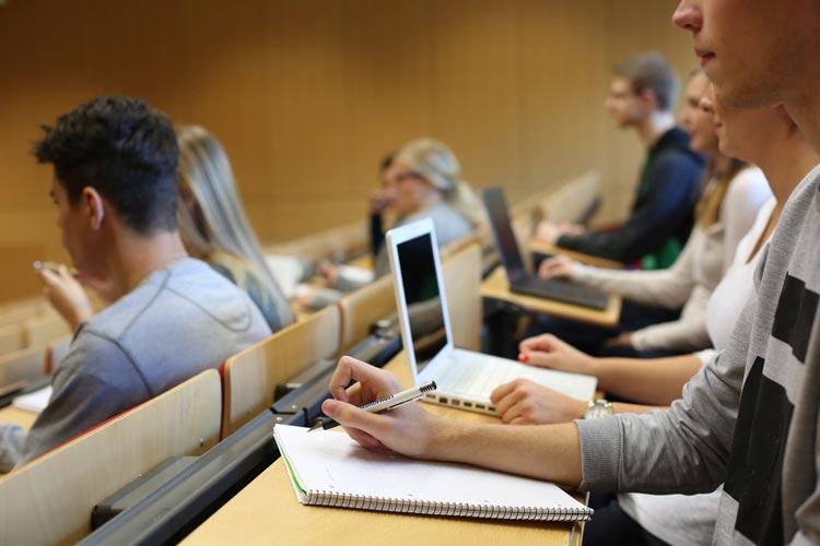 Mit zwei neuen Schwerpunkt-Angeboten ermöglicht der Studiengang Medienwirtschaft und Journalismus Studierenden ab dem kommenden Sommersemester eine stärkere Spezialisierung.