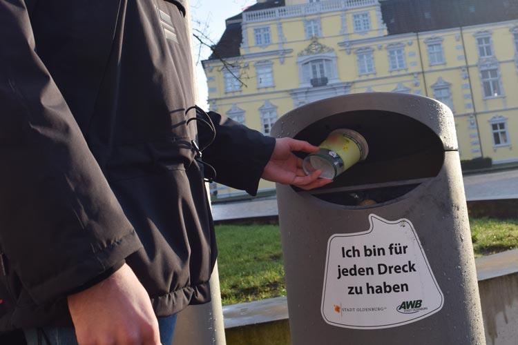 Mit flotten Sprüchen auf Mülleimern fährt der Abfallwirtschaftsbetrieb der Stadt Oldenburg eine Kampagne.