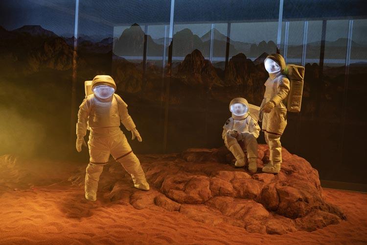 """In der Exerzierhalle des Oldenburgischen Staatstheaters ist derzeit die Uraufführung """"Mission Mars"""" von Björn SC Deigner zu sehen."""