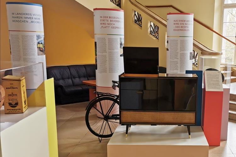 """Exponate des Museumsdorfs bieten die Möglichkeit, auch einen Blick auf das soziale Miteinander in Dorf und Kleinstadt in der Vergangenheit zu werfen: Mit dabei ist Fernseh- und Musiktruhe """"Graetz Maharadscha"""" von 1959."""