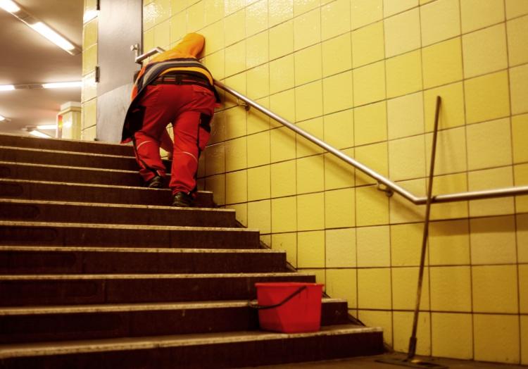 Reinigungskraft in einer U-Bahn-Station, über dts Nachrichtenagentur