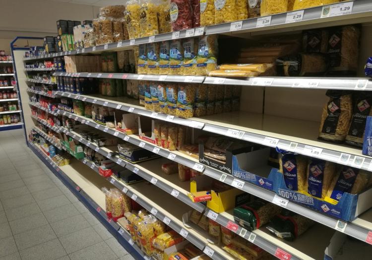 Erste Hamsterkäufe im Supermarkt, über dts Nachrichtenagentur