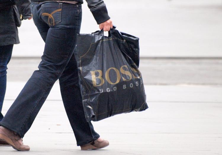 Frau mit Einkaufstasche, über dts Nachrichtenagentur