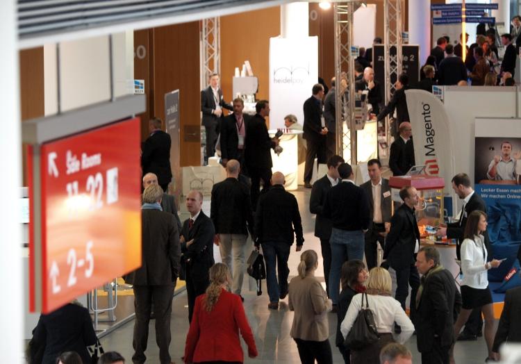 Besucher auf einer Messeausstellung in München, über dts Nachrichtenagentur