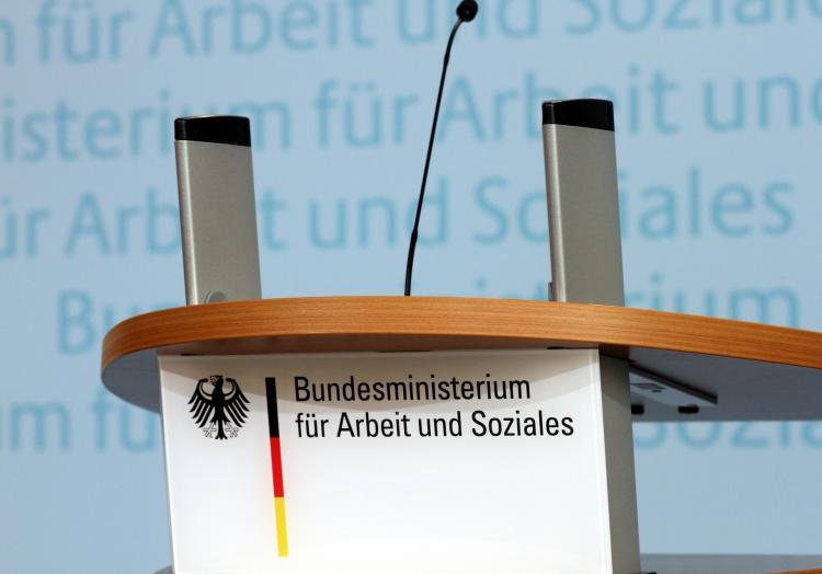 Rednerpult im Bundesministerium für Arbeit und Soziales, über dts Nachrichtenagentur