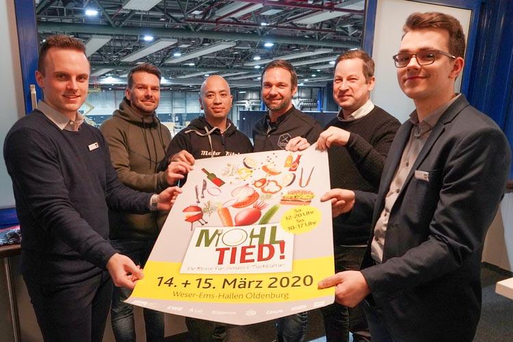 Sven Möhlmann (Weser-Ems Hallen), Dustin Sidow und Hien Tran Duy (Moto Kitchen Oldenburg), Erich Holzer (Kochschule Oldenburg), Sascha Mühlenbeck (Heimathaven Oldenburg) und Merlin Wehneit (Weser-Ems Hallen) freuen sich auf die Messe Mohltied.