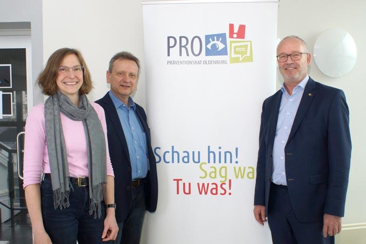 Feiern 20 Jahre Präventionsrat Oldenburg (von links): Melanie Blinlzer (Geschäftsführerin PRO), Eckhard Wache (Vorstand PRO) und Torsten Maus (Vorstand Förderverein PRO).