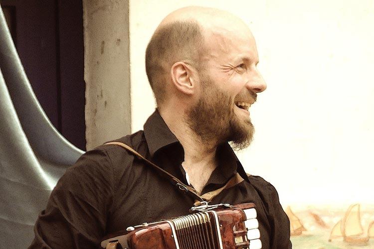 Alexander Goretzki beteiligt sich am Programm der Balkonkonzerte.