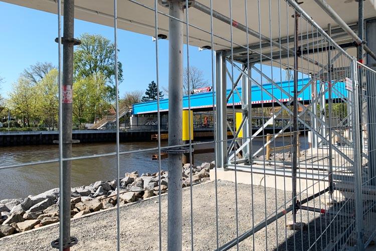 Die Behelfsbrücke für Radfahrer_innen und Fußgänger_innen wird am Freitag geöffnet.