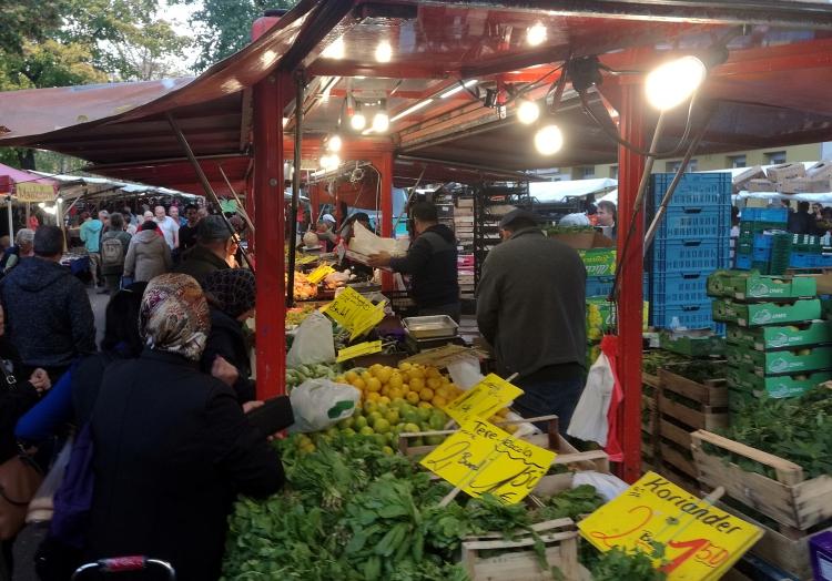 Obst- und Gemüsestand, über dts Nachrichtenagentur