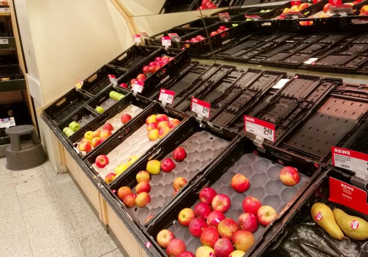 Fast ausverkauftes Obst im Supermarkt, über dts Nachrichtenagentur