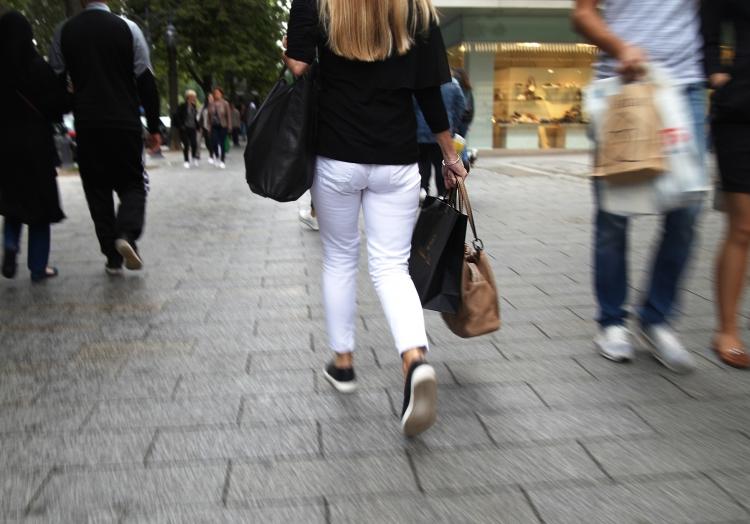Passantin in der Düsseldorfer Kö, über dts Nachrichtenagentur