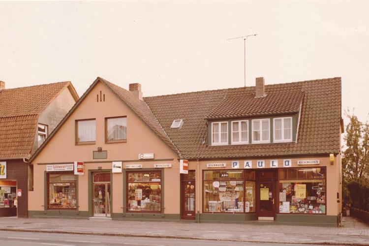 Spielwaren Klimmeck und Eisenwaren Paulo an der Hauptstraße in Oldenburg Eversten, 1975.