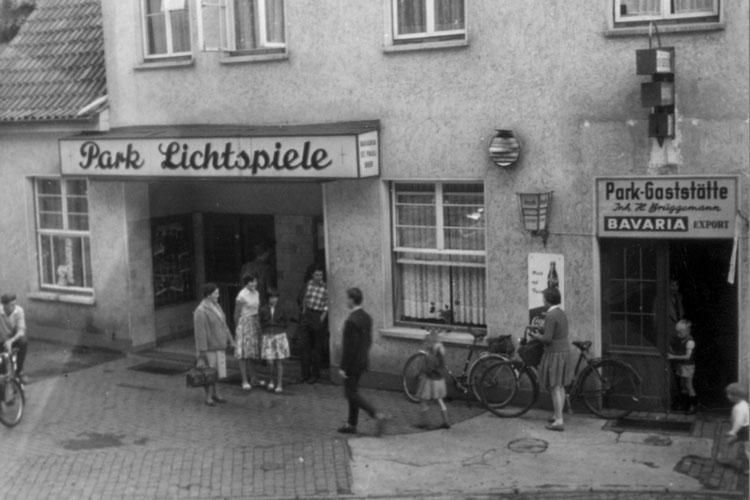Die Park-Lichtspiele in der Wienstraße in Oldenburg Eversten, 1960er Jahre.