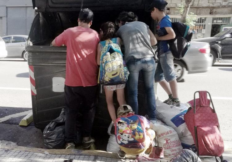 Argentinien: Eine arme Familie wühlt im Müll, über dts Nachrichtenagentur