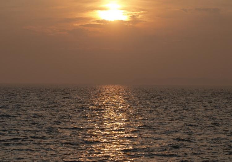 Sonnenuntergang über dem Meer, über dts Nachrichtenagentur