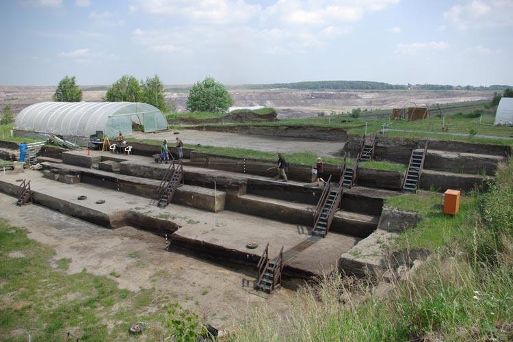 Blick über die Ausgrabungen in Schöningen.