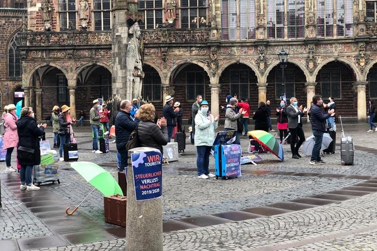 In der vergangenen Woche wurde bereits in Bremen vor dem Rathaus demonstriert – mit Abstand.