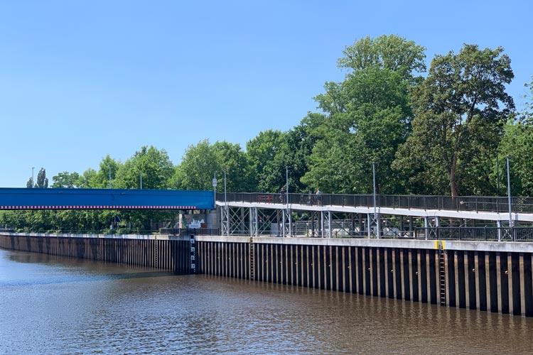 Die Umlaufsperren der Behelfsbrücke über den Küstenkanal werden geändert.