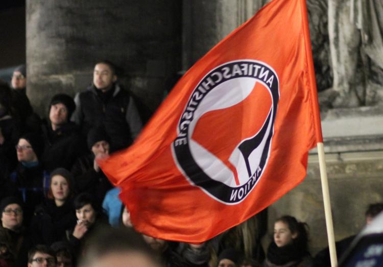 Antifa-Fahne, über dts Nachrichtenagentur