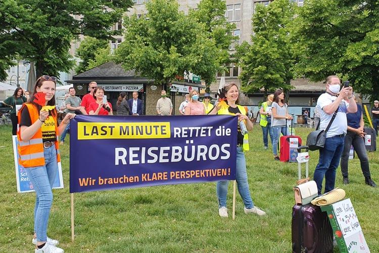 Auch Vertreter_innen der Oldenburger Reisebüros demonstrierten in der vergangenen Woche am Wittenbergplatz in Berlin.