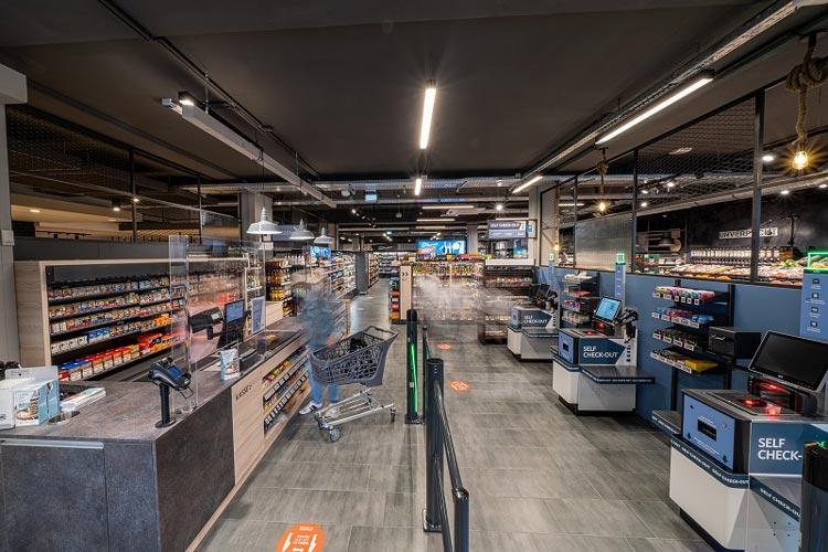 Der Kassenbereich des neuen Combi Marktes in der Mottenstraße.