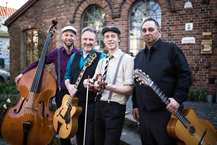 Chapeau Manouche aus Oldenburg spielen Jazzmusik nach Django Reinhardt.