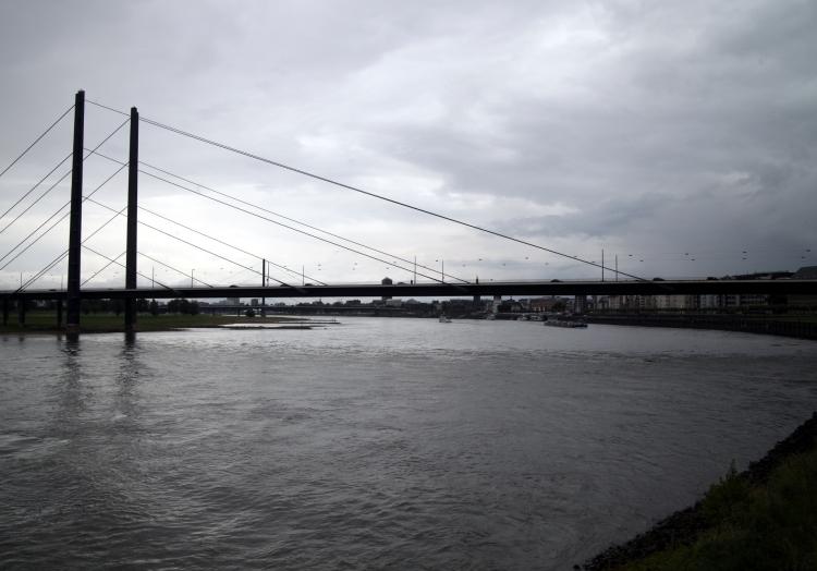 Rheinkniebrücke am Rhein bei Düsseldorf, über dts Nachrichtenagentur