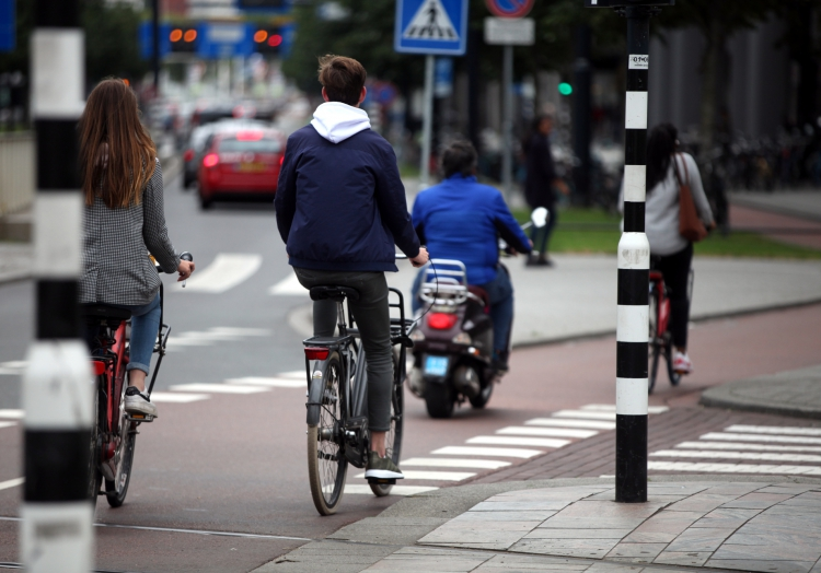 Fahrradfahrer und Rollerfahrer, über dts Nachrichtenagentur