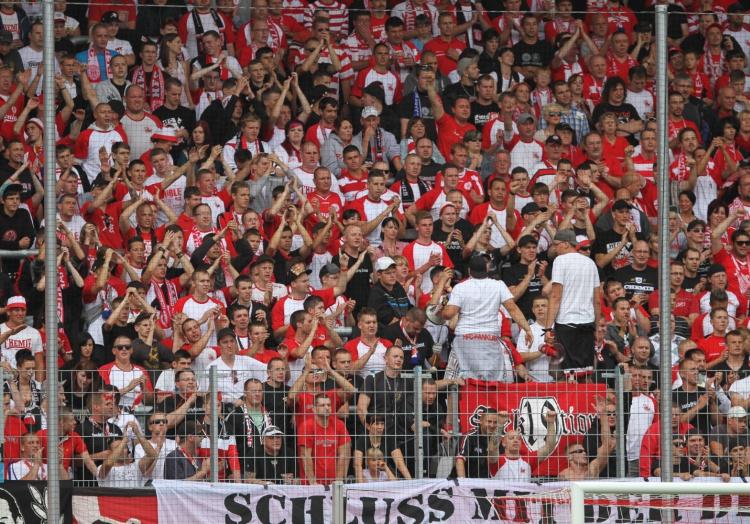 Fans im Fußballstadion, über dts Nachrichtenagentur