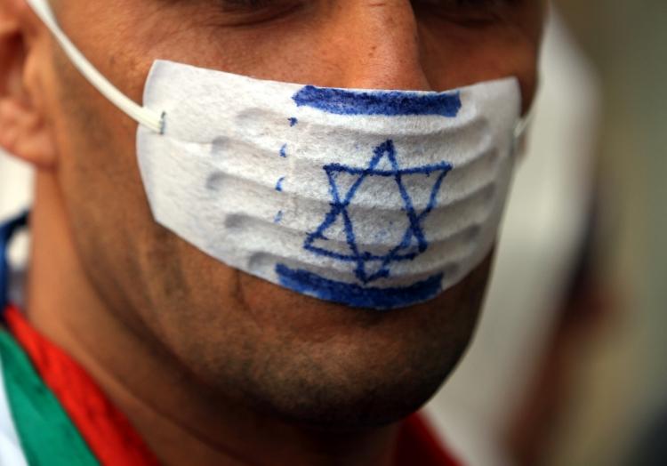Mann mit ´Anti-Israel-Mundschutz´ (Demonstration), über dts Nachrichtenagentur