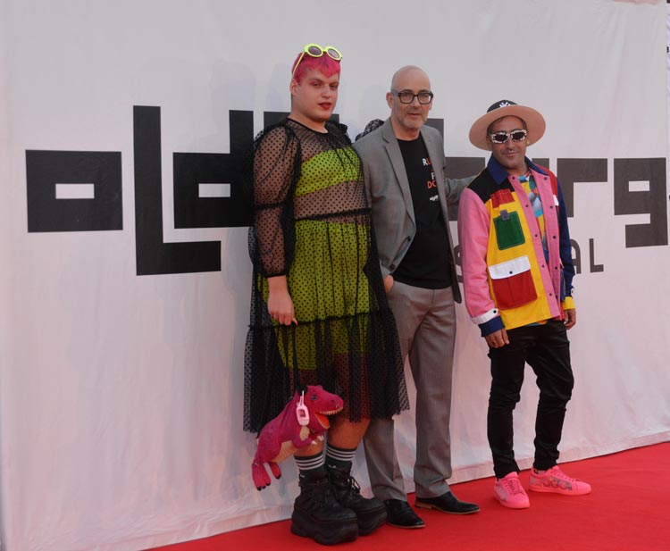 Auch der Street-Artist Okuda und sein Assistent gingen mit Torsten Neumann über den Roten Teppich.