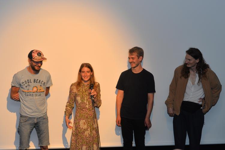 """Glücklicherweise waren auch mal Gäste live zum Nachgespräch im Kino. Regisseur Dennis Stormer (rechts) war mit Hauptdarstellerin Moa Nilsson und seinem Team nach Oldenburg gekommen, um sein beeindruckendes Debüt """"Full of Fire"""" vorzustellen."""