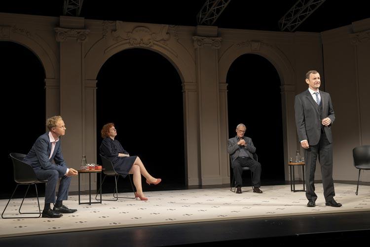 """""""Gott"""" von Ferdinand von Schirach ist derzeit im Großen Haus des Oldenburgischen Staatstheaters zu sehen."""