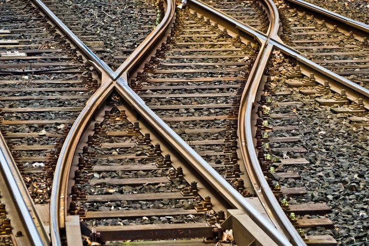 Die Klagen den Ausbau der Bahn-Stadtstrecke waren von Anfang an aussichtslos. Die Weichen wurden vor langer Zeit schon gestellt.