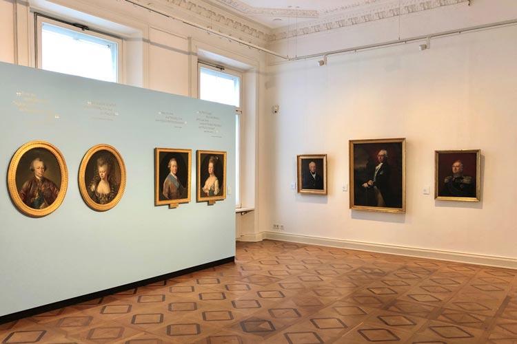 """Einblick in die Ausstellung """"Die Vier Unvergesslichen"""" im Prinzenpalais."""