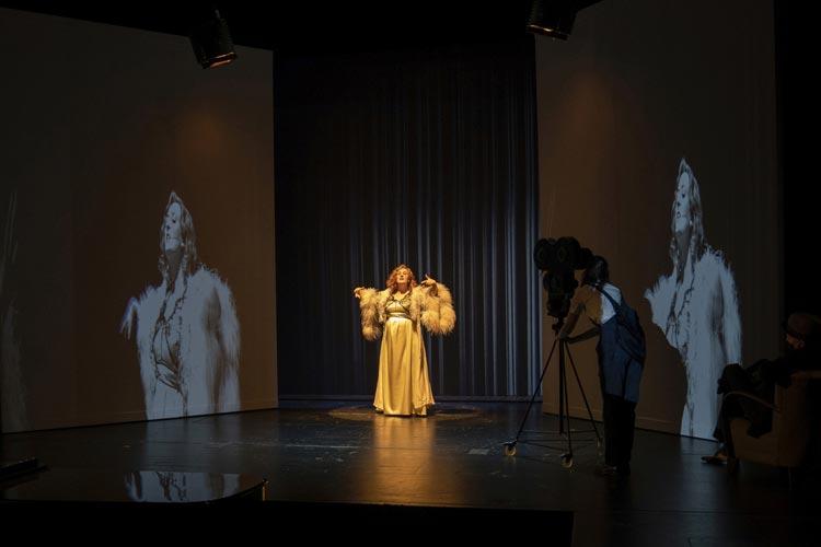 "Melanie Lang verkörpert in dem Musical-Solo ""Zarah 47"" im Kleinen Haus des Oldenburgischen Staatstheaters den UFA-Star Zarah Leander."