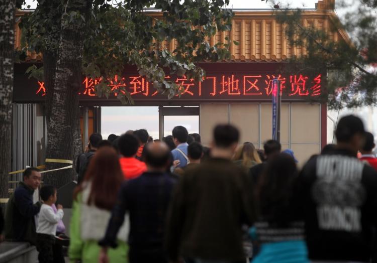 Chinesen vor einer Sicherheitskontrolle, über dts Nachrichtenagentur