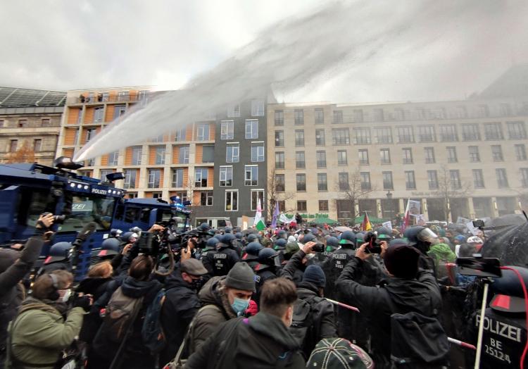 Wasserwerfereinsatz am 18.11.2020, über dts Nachrichtenagentur