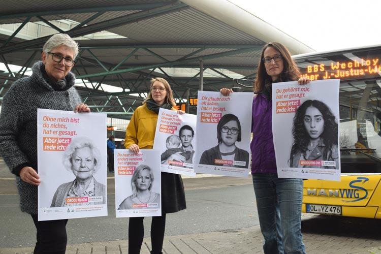 In Kooperation mit dem Gleichstellungsbüro der Stadt Oldenburg wird in 30 Oldenburger Bussen mit Plakaten auf das Angebot des Hilfe-Telefons für Frauen aufmerksam gemacht.
