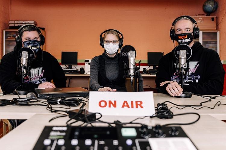 Versprühen Tatendrang am Mikrofon: (von links) Christoph Deters, Izabela Mittwollen und Markus Schütte.
