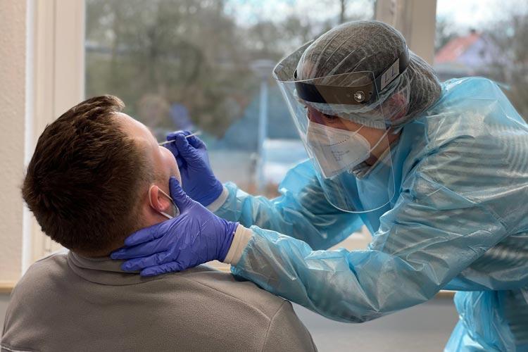 Im Testzentrum der Johanniter in Oldenburg wird seit Dezember auf das Coronavirus getestet. Jetzt ist das auch für Kinder möglich.