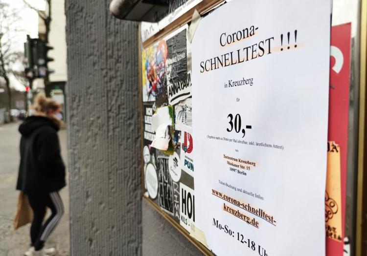 Werbung für Corona-Schnelltest, über dts Nachrichtenagentur