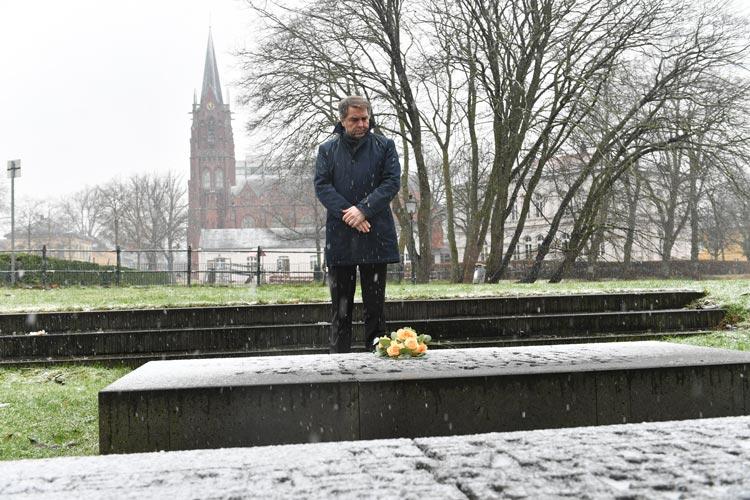 Oberbürgermeister Jürgen Krogmann hat heute der Opfer der NS-Diktatur gedacht.