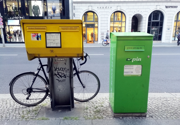 Briefkästen von Deutsche Post und Pin Mail AG, über dts Nachrichtenagentur