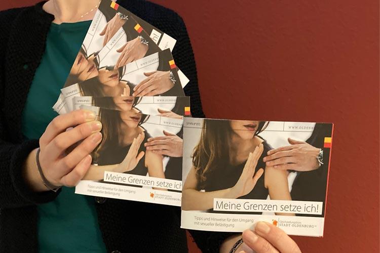"""Die Broschüre """"Meine Grenzen setze ich!"""" klärt über Formen von sexueller Belästigung auf und gibt Hinweise, wie Frauen damit umgehen können."""