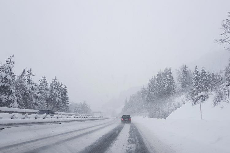 Für das Wochenende erwarten Meteorologen einen massiven Wintereinbruch.