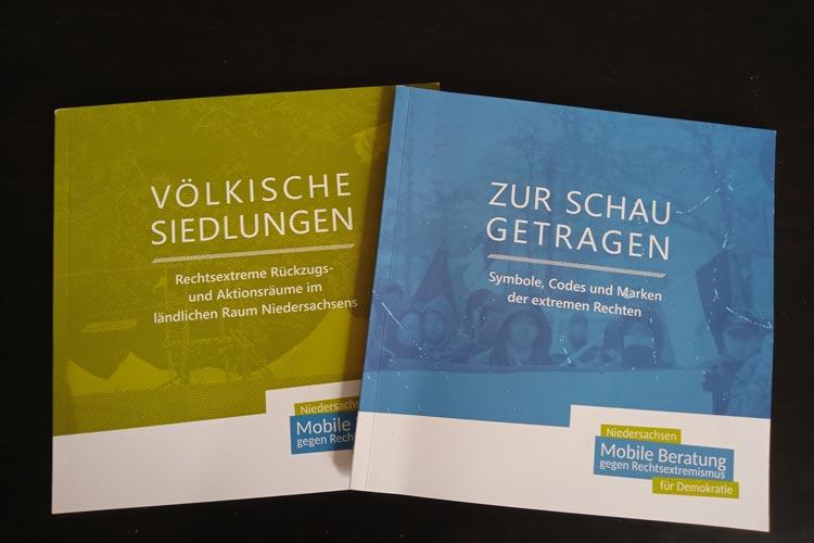 Eine neue Broschüre hilft dabei, Codes von rechtsextremen Gruppierungen zu erkennen und zeigt Handlungsmöglichkeiten auf.